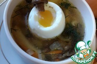 Рецепт: Суп из соленых волнушек с яйцом всмятку