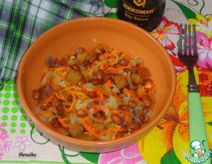 Рецепт: Постный салат с сухариками и фасолью