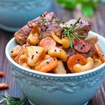 Свинина с кешью, ананасами и соевым соусом