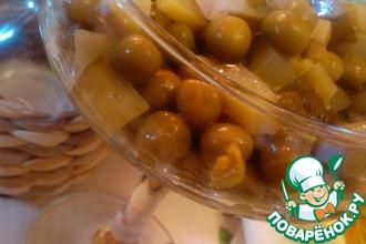 Рецепт: Салат из зеленого горошка и маринованных огурчиков