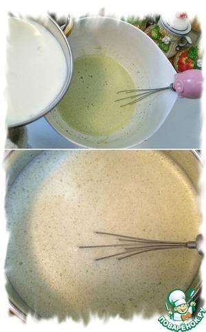 1 и 1/2 стакана оставшегося молока нагреть до горячего состояния. Добавить тонкой струйкой горячее молоко в яичную смесь постоянно при этом мешая, что бы не образовались комочки. Если вдруг всё же комочки образовались, процедить через сито. Перелить смесь в кастрюльку и на среднем огне постоянно мешая довести до кипения, кипятить 10 секунд всё время мешая до загустения крема.