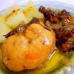 Курица, тушенная в яблочном соусе с грибами