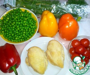 Ingredients for a light dinner. Boiled chicken in spices and seasonings. The peas are unfrozen, filled with hot water and bring to a boil for three minutes. The water immediately drained. Bell pepper, cut lengthwise into three parts. The cherry tomatoes split in two, in half. Fragrant sprigs of dill for decoration.