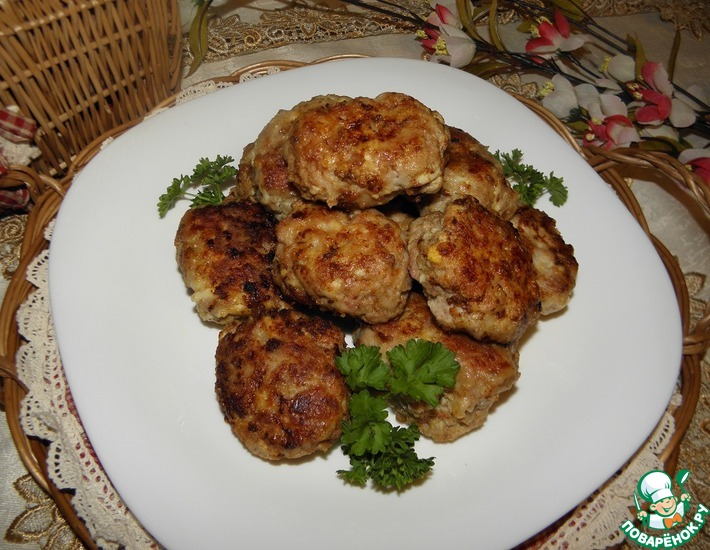 Рецепт: Мясные котлеты с сыром и яйцом