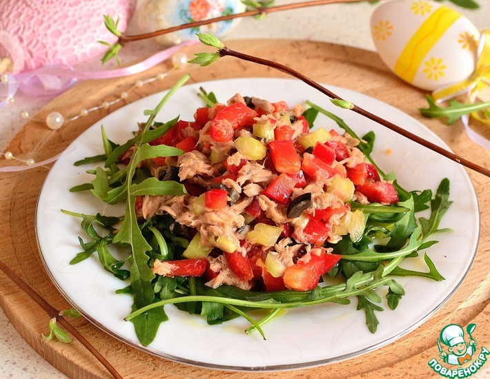 Рецепт: Сочный салат с рукколой и тунцом