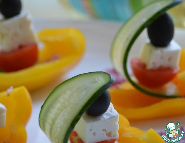 Рецепт: Греческий салат в лодочке из перца