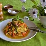 """Овощные """"спагетти"""" с медово-горчичным соусом"""