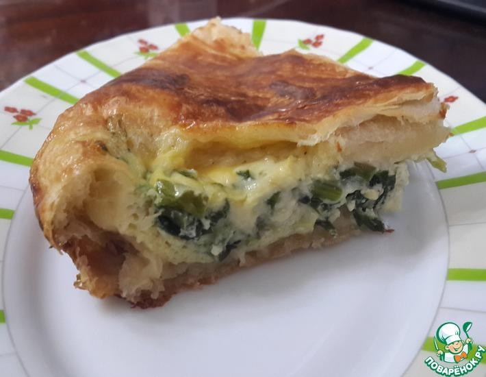 Рецепт: Слоеный пирог с сыром и зеленым луком