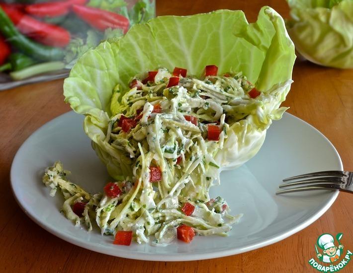 Рецепт: Салат из капусты с заправкой из брынзы