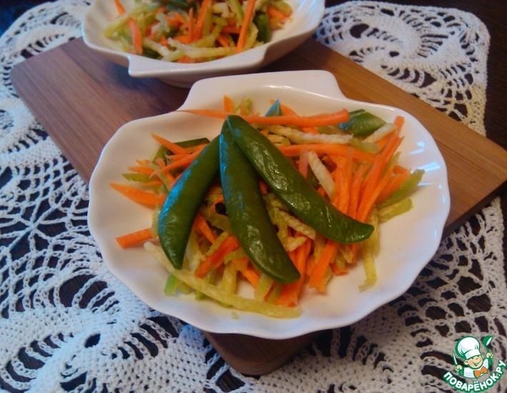 Рецепт: Салат из редьки с лопаточками гороха