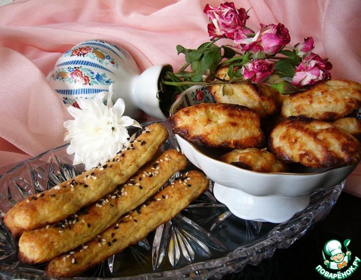 Рецепт: Мадленки с ананасом и палочки с луком