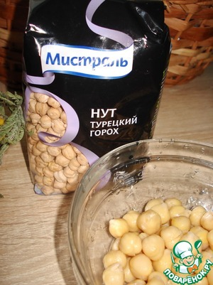 Chickpeas soaked overnight in water, then boil until tender. We need 0.75 cups of boiled chickpeas. I took the chickpeas from the company Mistral.