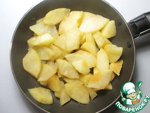 Apples peel and serdtsevina, cut into small pieces. You should get 200 g of apples in its purest form. Cook them with honey on low heat under the lid until tender. Honey can be substituted for any flavored syrup or sugar. Cool apples to room temperature.