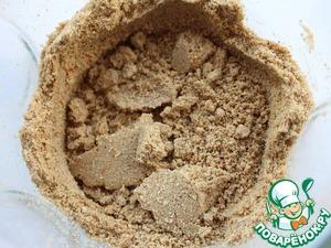 В блендере измельчить очищенные семечки подсолнуха вместе с солью, кумином и смесью специй.