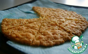 Put in preheated oven and bake at 180 ° /200град about 15/20min until Golden brown.  Crackers ready! Bon appetit! :)