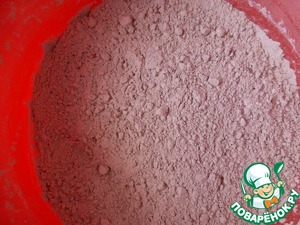 Flour, soda, baking powder, vanilla and cocoa mix in a separate bowl, then portions to enter in the liquid mass.
