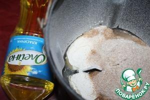 Замесить тесто из просеянной муки (цельнозерновая и 80 г пшеничной), воды, масла (1,5 ст. л.) и соли. Я воспользовалась хлебопечкой, режим - тесто. Для не постного варианта можно добавить 1 яйцо, уменьшив воду до 70 г.