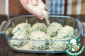 Put the shells in the form, greased with vegetable oil, sprinkle with remaining Parmesan and breadcrumbs. Bake in a preheated oven at 190C for 10 minutes.