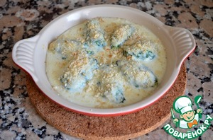 9. Put dumplings in baking pan, pour milk sauce and sprinkle with mixture of bread crumbs and the remaining Parmesan.