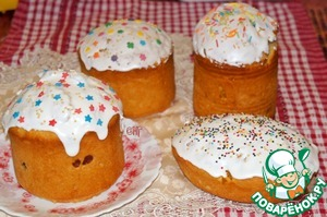 The top of the cooled cakes to grease with glaze, decorate as desired.