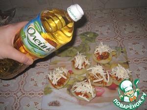Sprinkle with cheese, uzbasheva vegetable oil.