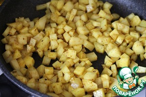 After 5 seconds add the sliced potatoes and fry on medium heat with continuous stirring for 3-4 minutes.