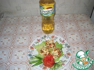 On lettuce put the prepared potatoes, decorate with tomatoes cucumbers.