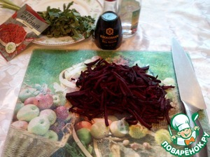 Take a beet and cut it also into strips.