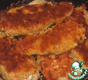 Когда вся рыба будет обжарена, выкладываем ее в сковороду, накрываем крышкой. Пропариваем рыбу на медленном огне 3-4 минуты.       С зеленью подаем к столу.      Приятного аппетита!