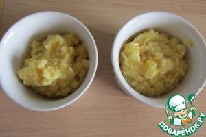 Лимонную массу делим на две равные части: одну - в тесто, одну - в крем.