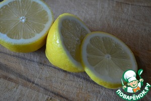 From lemon to cut a small slice.