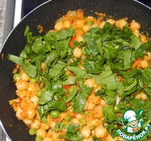 Add washed and chopped spinach, cook until it becomes soft. Eat with pleasure hot.
