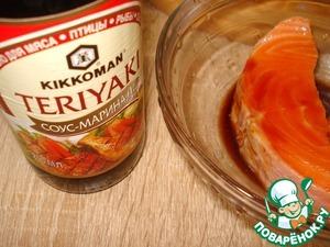 Замариновала рыбку на 15-30 минут в соусе маринад Teriyaki от ТМ Kikkoman.