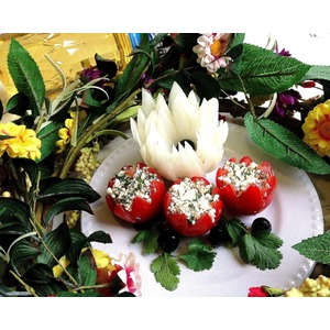 Закуска из помидоров и творога Весенние цветы