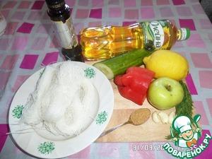 Подготавливаем продукты. Овощи и фрукты моем. Чеснок очищаем.