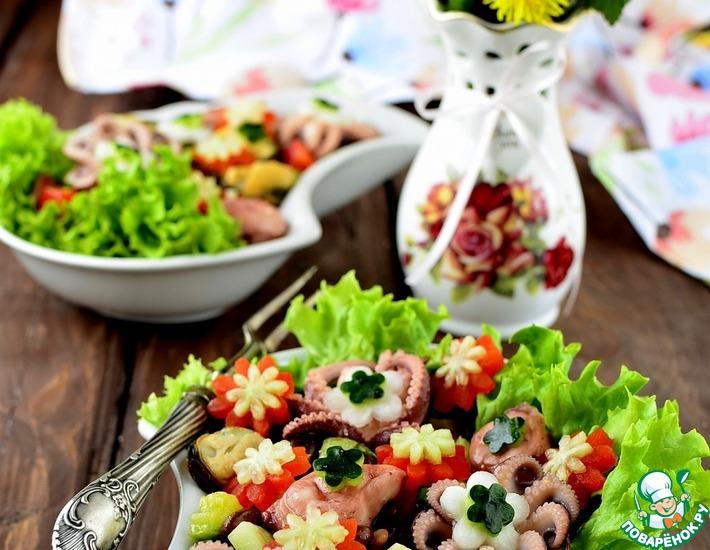 Рецепт: Салат с фасолью и морепродуктами Первые цветы