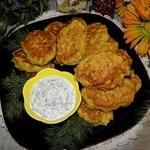 Рыбно-овощные оладьи с соусом из хрена