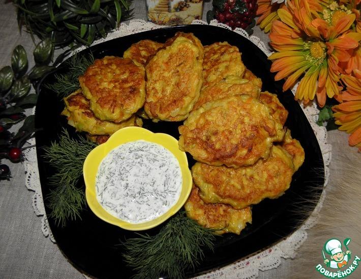 Рецепт: Рыбно-овощные оладьи с соусом из хрена