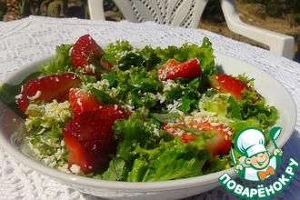 Рецепт: Зеленый салат с клубникой