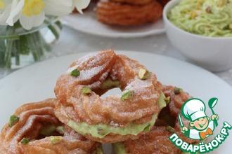 Рецепт: Заварные пончики с кремом из фисташкового пралине