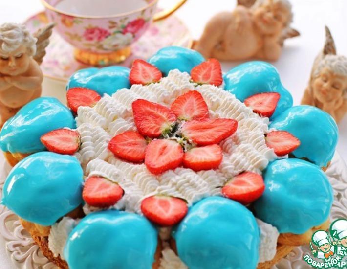 Рецепт: Торт Сент Оноре с профитролями и клубникой