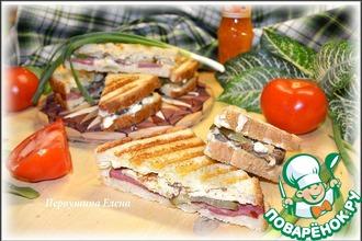 Рецепт: Бутерброды-гриль мясные с омлетом и огурцом