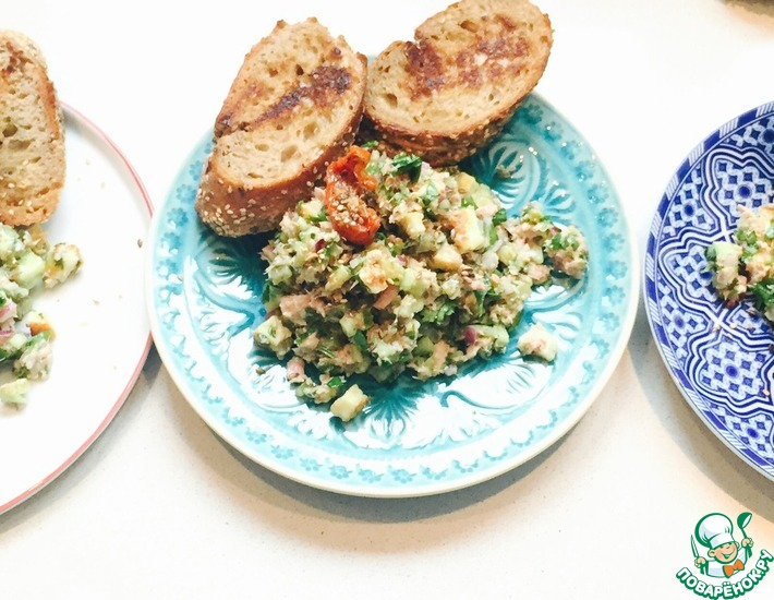 Рецепт: Летний салат из тунца и сыра Халуми