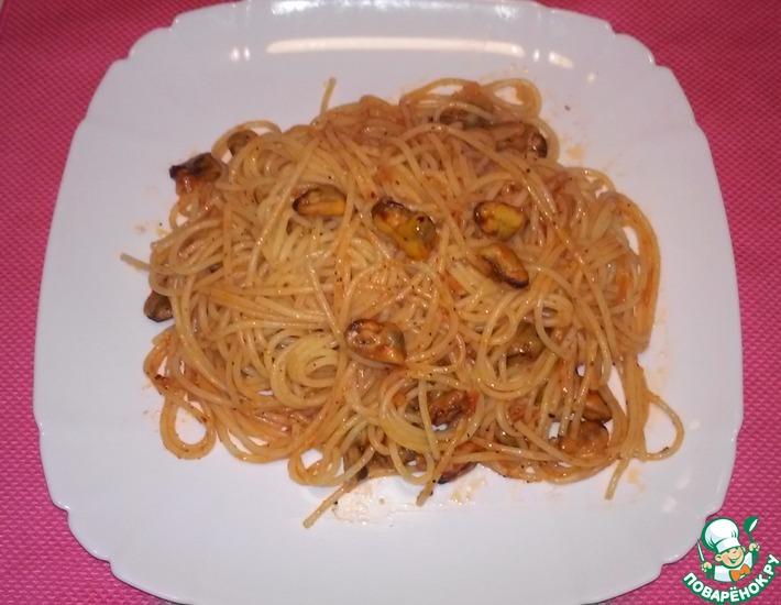 Рецепт: Спагетти с мидиями в томатном соусе