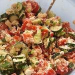Салат из огурцов, помидоров и домашнего сыра