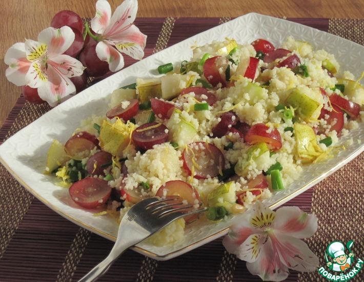 Рецепт: Cалат с кус-кусом, грушей и виноградом