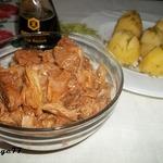 Тушеная свинина с капустой