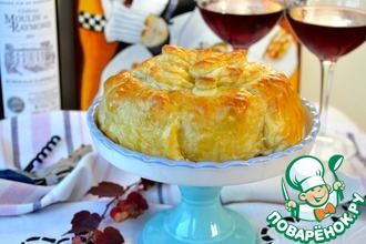 Рецепт: Слоеный пирог с сыром бри