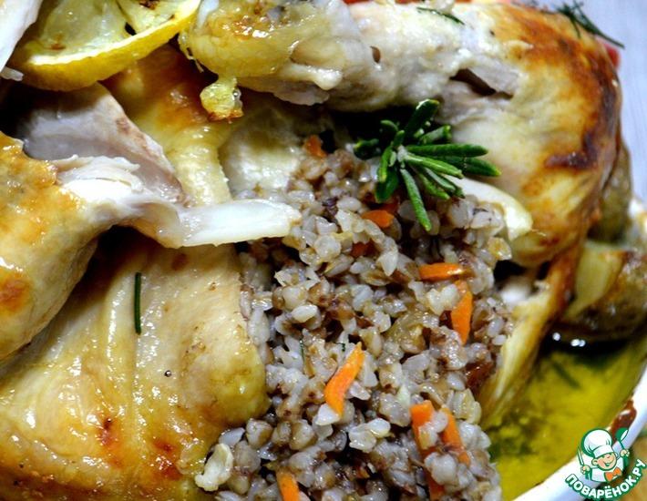 Рецепт: Чесночная курица, фаршированная гречкой с розмарином