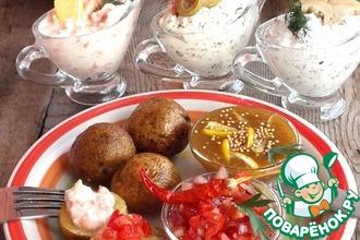 Рецепт: Печеный картофель с пятью соусами